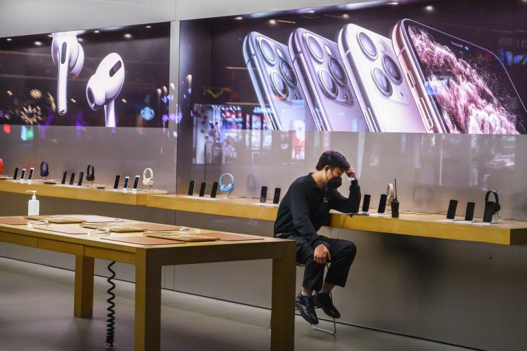Apple warns on revenue guidance due to iPhone delays in China
