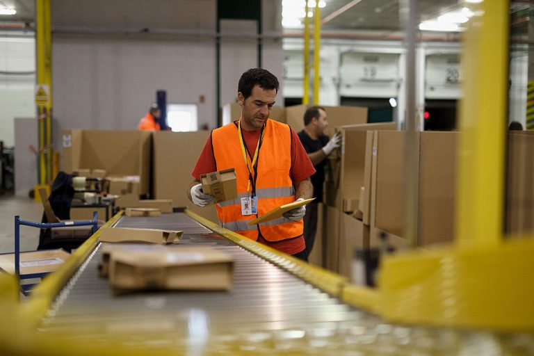 Amazon gives front-line workers a $300 holiday bonus