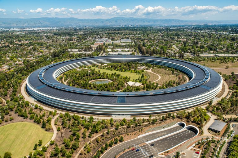 Apple security chief accused of bribing officers in exchange for gun permits