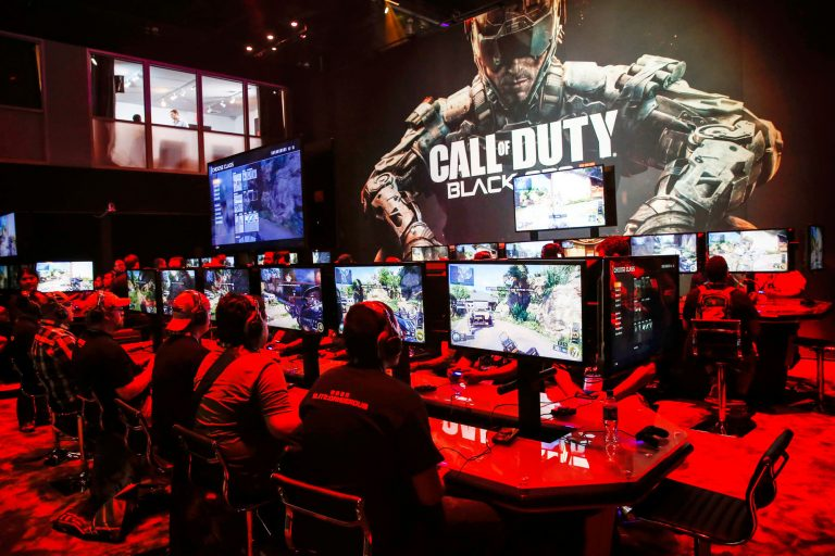 Thumb injury forces video gamer to retire