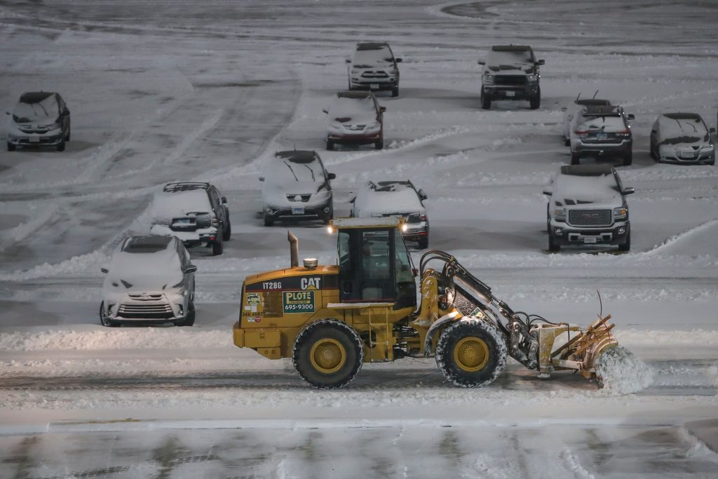 Airlines cancel most NYC-area flights ahead of snowstorm