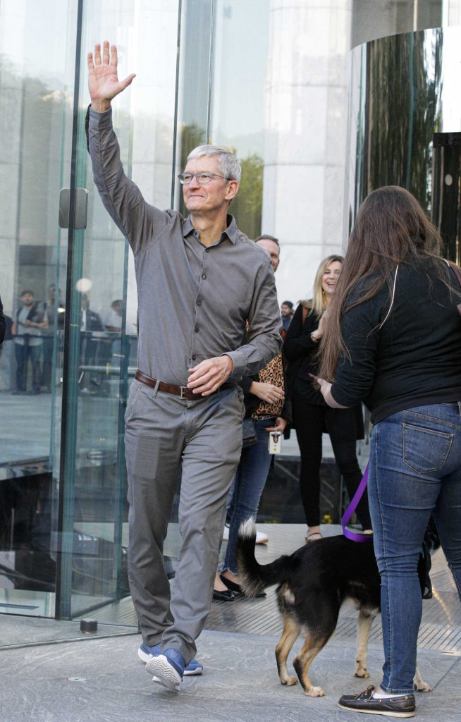 Apple shareholders approve Tim Cook equity grant; dividend to increase
