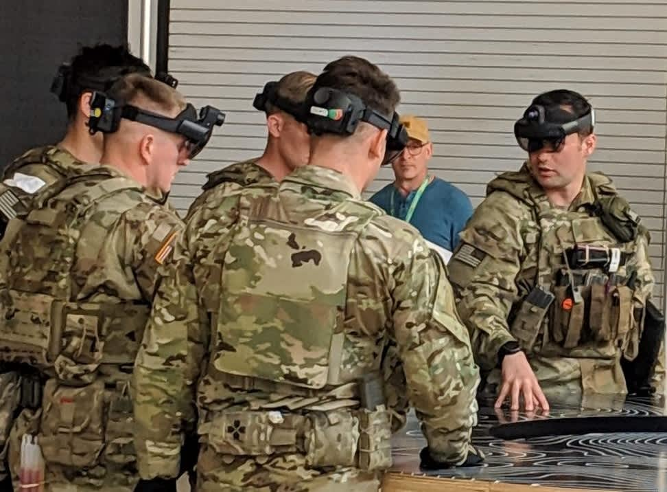 Microsoft wins contract to make modified HoloLens for U.S. Army