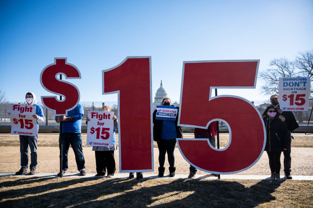 $7.25 minimum wage doesn't help families pay all the bills in any state